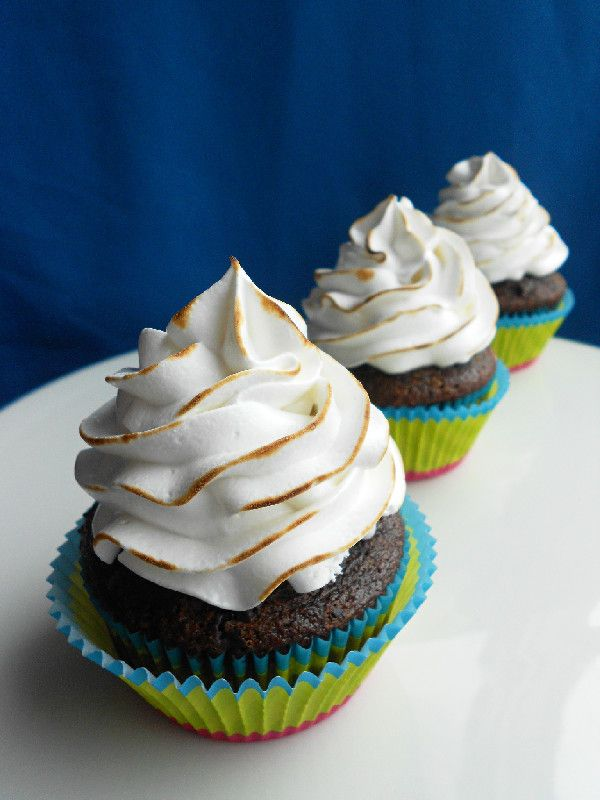Chocolate Graham Cracker Cupcakes with Toasted Marshmallow Frosting ...