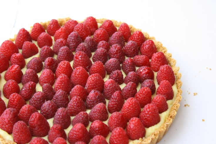 Vanilla Almond Tart with Raspberries | Raspberry Desserts | Pinterest