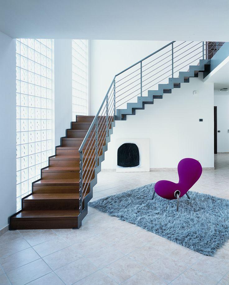 escalier quart tournant limons lat raux marches en bois structure en acier d couvrez les. Black Bedroom Furniture Sets. Home Design Ideas