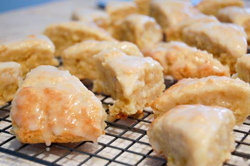 Petite Vanilla Bean Scone recipe - like the ones at Starbucks. Yum.