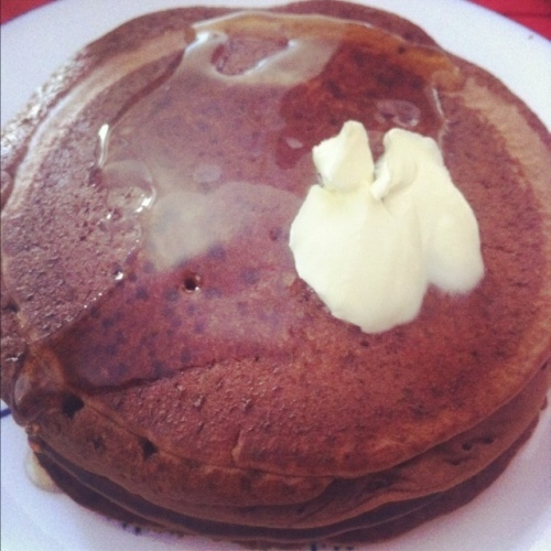 chocolate protein pancakes. YES PLEASE! healthy and delicious!