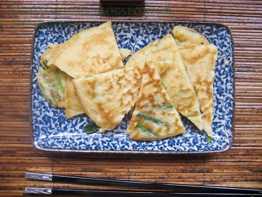 Korean style green onion pancakes - for the huge bunch of green onions ...