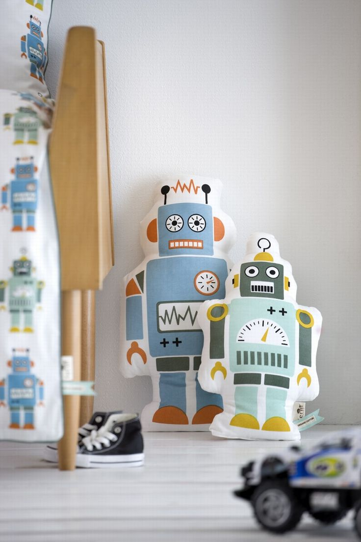 Mr. Small Robot and Mr. Large Robot pillows. for Lindsay!