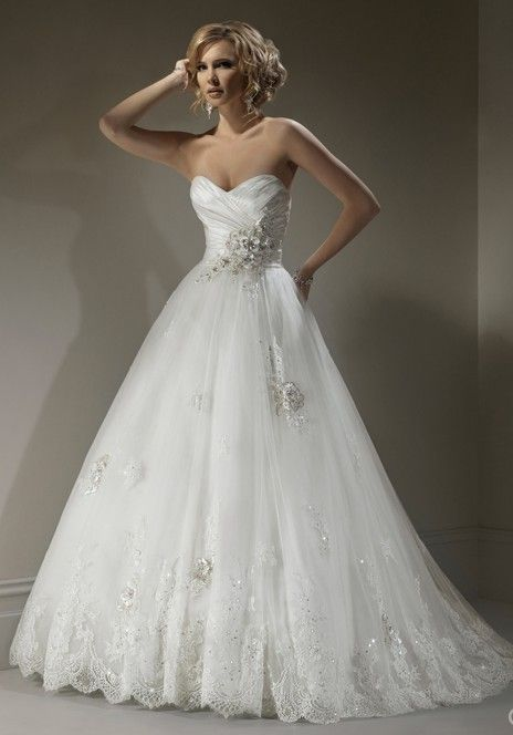 Elegant sweetheart ball gown wedding dress