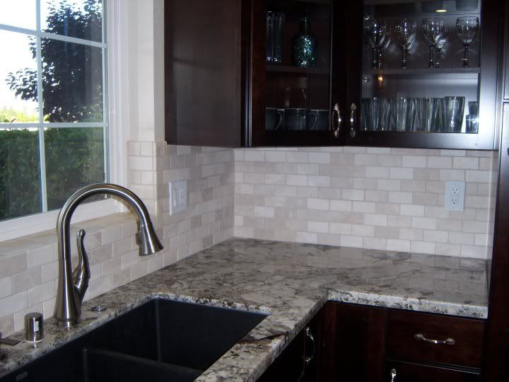 crema marfil tumbled marble backsplash design ideas