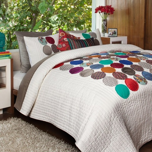 will make this quilt with my fabric scraps someday. but whole thing covered with circles.