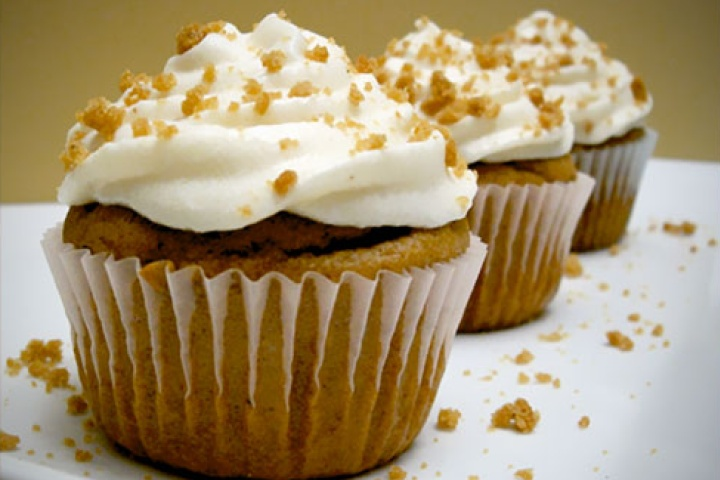 ... like this: gingerbread , cream cheese frosting and cream cheeses