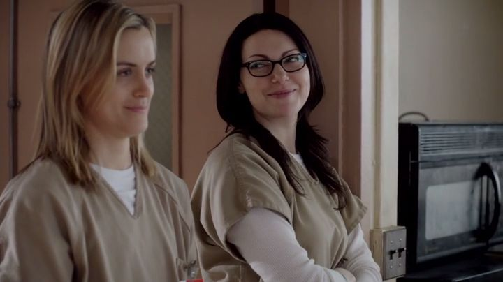 orange is the new black alex and piper hook up Omg, you guys, season three of 'orange is the new black' is just around the corner a new trailer for the next installment of our streaming obsession just came out -- and piper and alex are making out.