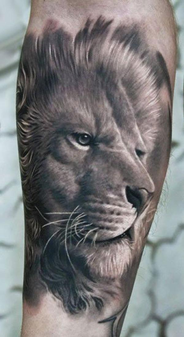 Тату льва с голубыми глазами