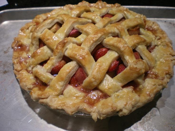 lattice-topped strawberry rhubarb pie | me encanta la comida. | Pinte ...