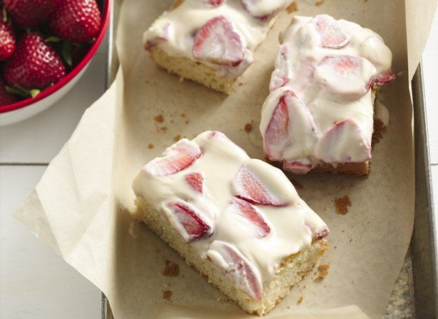 Strawberry-Sour Cream Cake | Looks Yummy | Pinterest