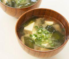 Tofu & Wakame Seaweed Miso Soup ~ via Hikarimiso.com/recipes/miso_soup ...