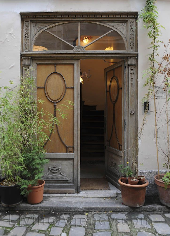 Residential entry in Paris