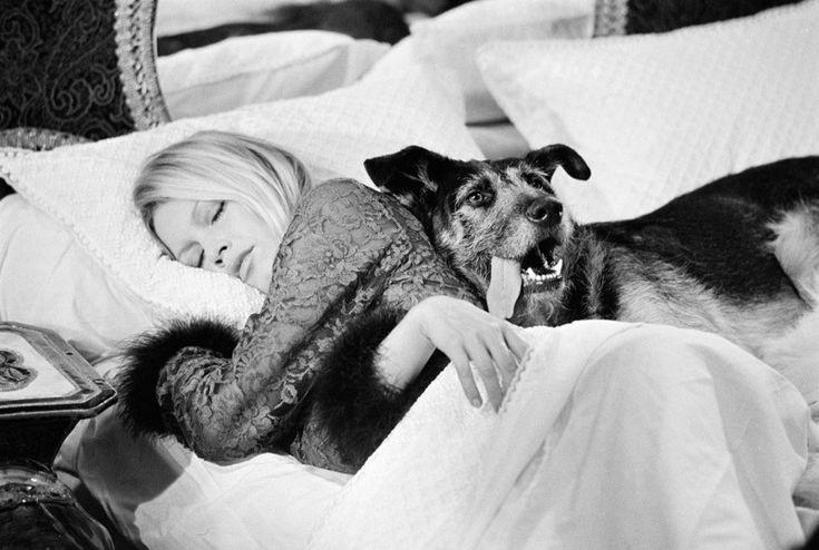 Στο κρεβάτι με την Μπριζίτ Μπαρντό...