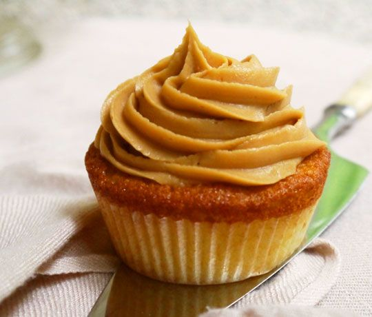 Recipe: Apple Cupcakes with Biscoff Spread Frosting