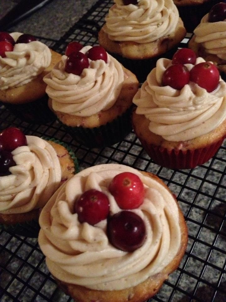 Cranberry Eggnog Cupcakes by Stuffcakes! | Christmas/Winter | Pintere ...