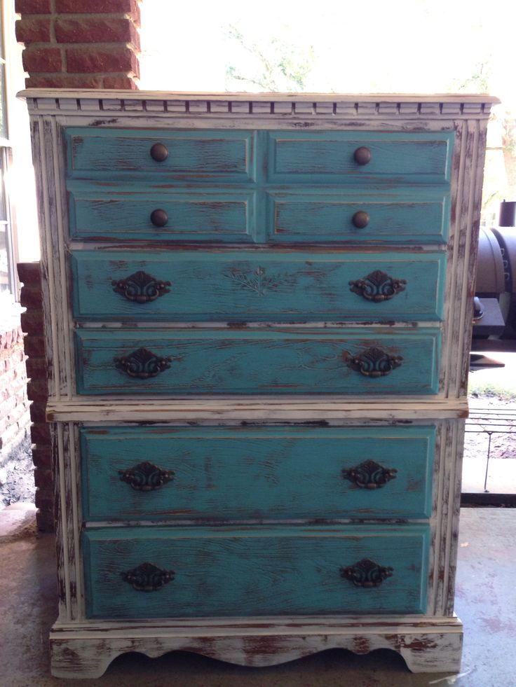 Distressed painted furniture pinterest for Pinterest painted furniture