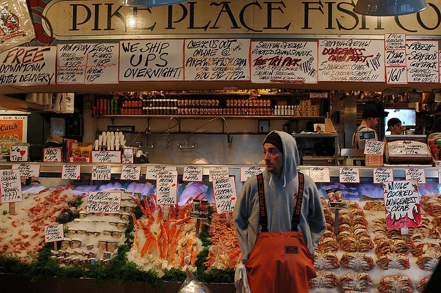 Pike place fish market flying fish travel pacific for Pike place fish market video