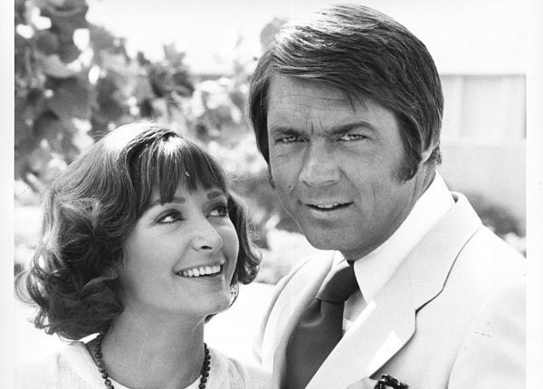"""Chad Everett, who starred in the 1970s TV drama """"Medical Center,"""" has died. He was 75.    Everett's daughter told the Associated Press that he died Tuesday at his home in Los Angeles after a year-and-a-half-long battle with lung cancer. July 24, 2012, 7:27 p.m."""