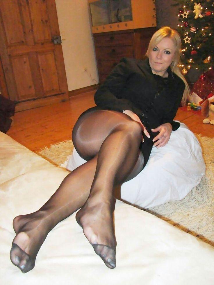 Shiny pantyhose sex grandmother