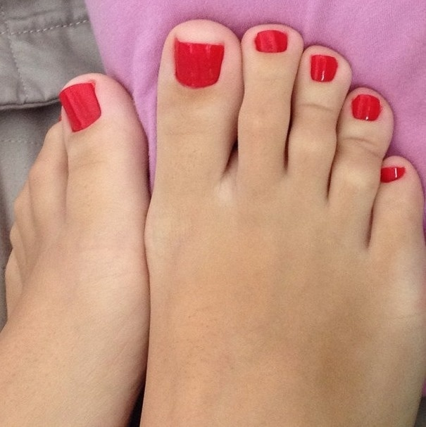 and Pretty painted feet red toes