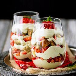 strawberry parfait, using left over green tea and lemon pound cake ...