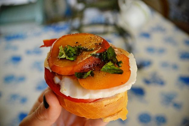 Tomato & Peach Crostini | Sides and apps | Pinterest