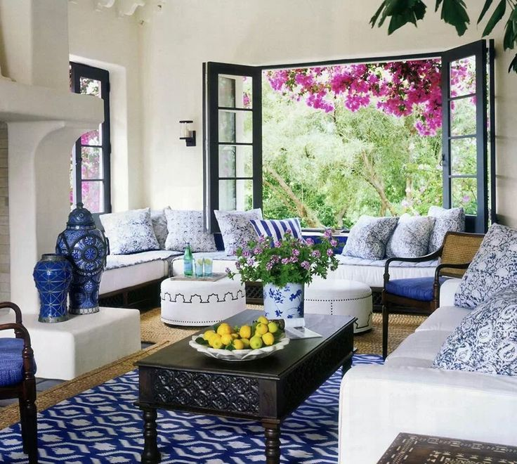 Blue And White Living Rooms : Love this blue and white living room!!! Bebe!!! Love the rug and ...