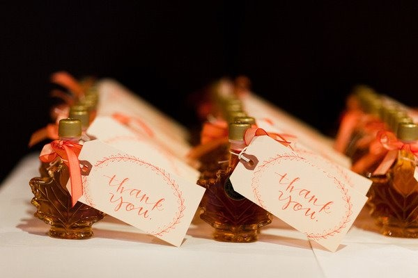 Canadian themed maple syrup guest favours