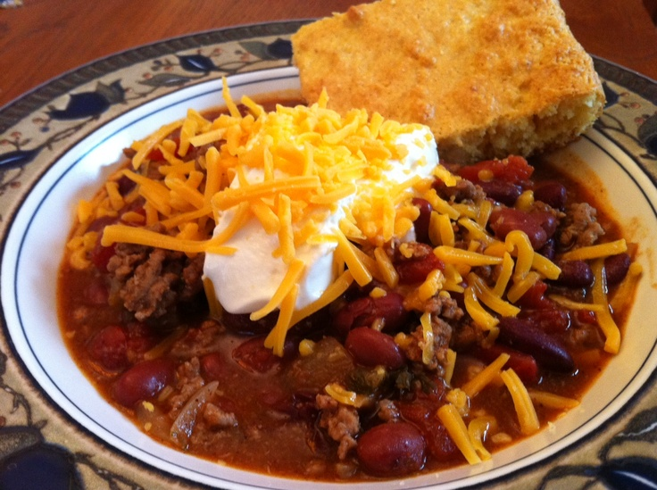 30 MINUTE CHILI & CORNBREAD | Featured on Reckermended | Pinterest