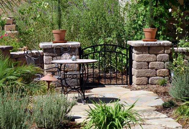 Front yard courtyard the great outdoors pinterest for Front yard courtyard