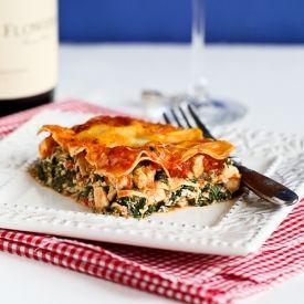 Healthy Chicken Spinach Lasagna is a guaranteed crowd-pleaser. | Grub ...