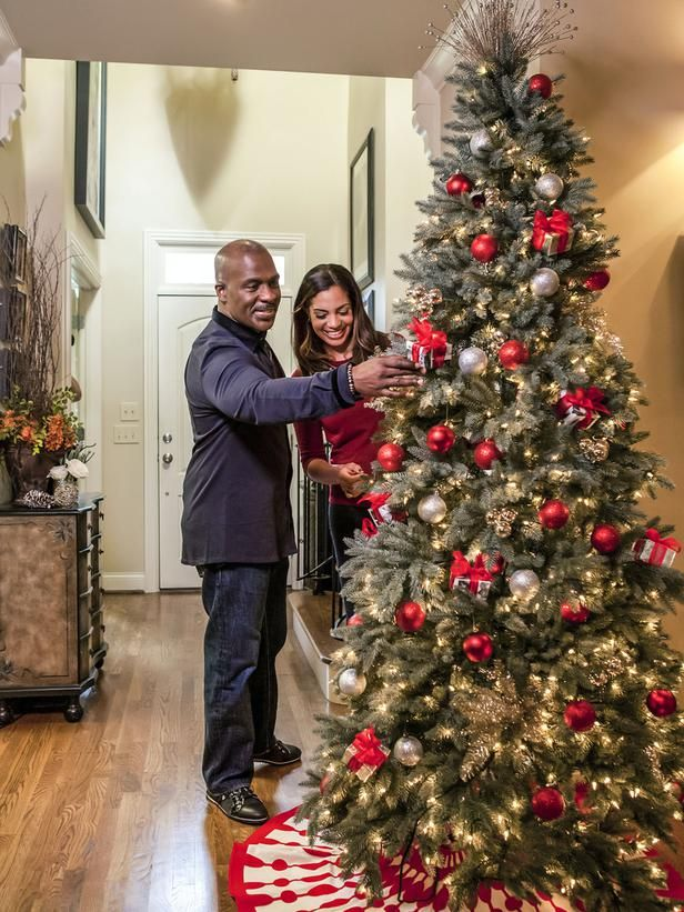 Celebrity holiday homes peek inside festive star studded for Homes decorated for christmas on the inside