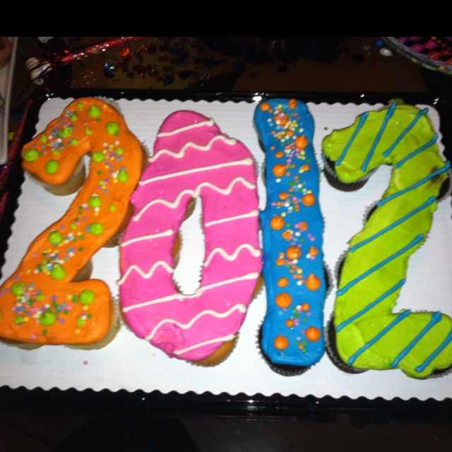 Cupcake Cake Designs For Graduation : New Year s cupcake cake! Cupcake cakes Pinterest