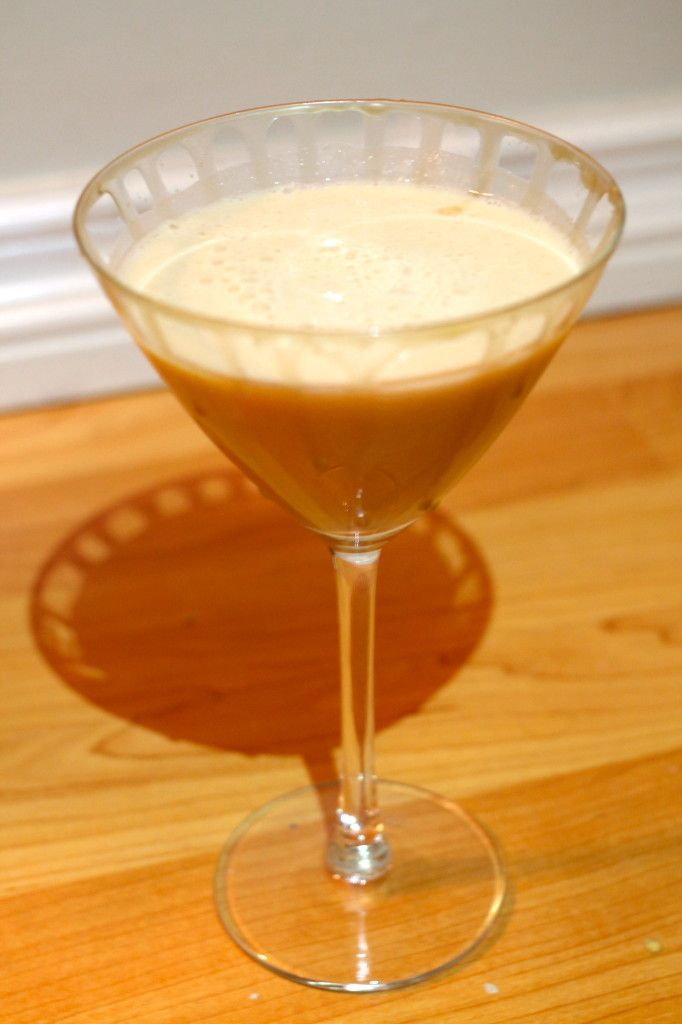 Salted Caramel Apple Martini | Alcoholic drinks | Pinterest