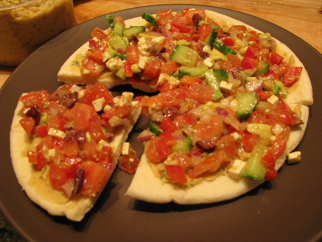 Healthy Greek pita pizza! Yum! | Queen of the Kitchen | Pinterest