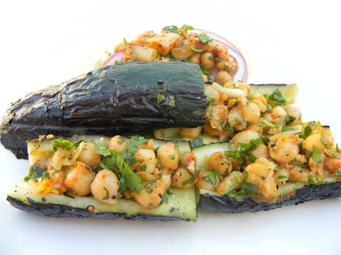GRILLED ZUCCHINI BOATS STUFFED WITH CHICKPEA! Every summer there comes ...