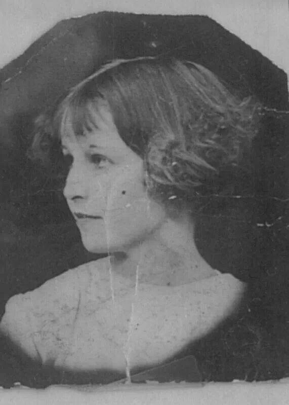 A young Bonnie Parker Bonnie and Clyde