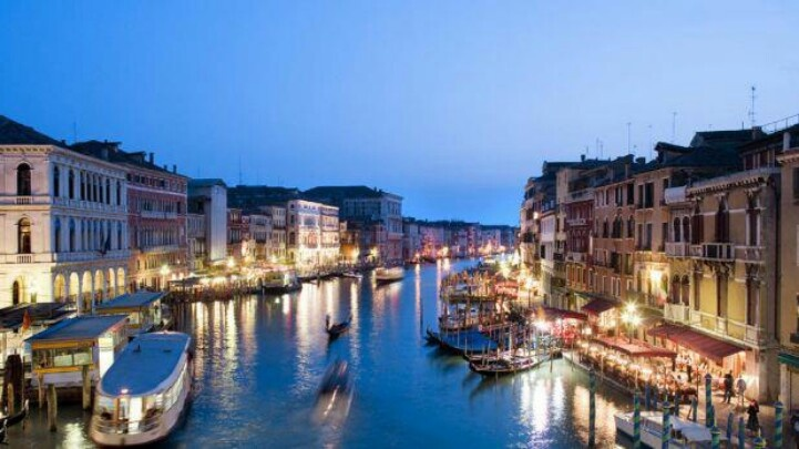Venice it Italy, canals, boats, evening | Places I Would Love to Visi ...: pinterest.com/pin/375276581419019182