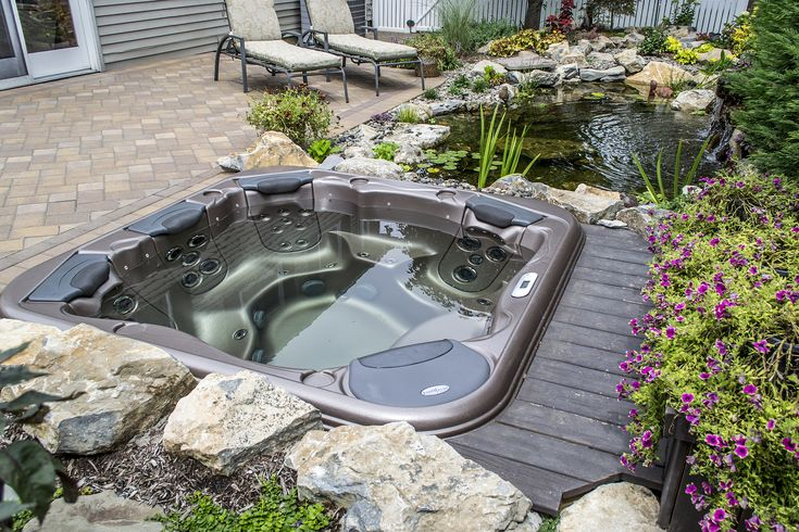 Hot tub with patio and deck surround garden outdoor for Gartengestaltung jacuzzi