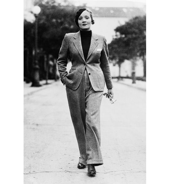 Simple Into The Early 1900s, Womens Swimming Costumes Were Cumbersome, With High Necks, Long Sleeves, Skirts And Pants Often They Were Made Of Wool The Onepiece Swimming Suit, Brought To The Public Attention By Swimmer, Vaudeville And
