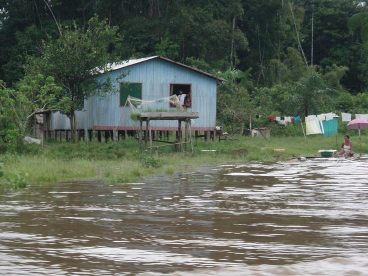 Assim vive o povo das aguas na Amazonia.