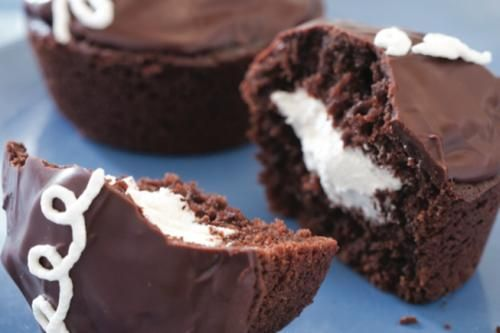 CHOCOLATE CREAM CUPCAKES http://sulia.com/channel/recipes-cooking/f ...