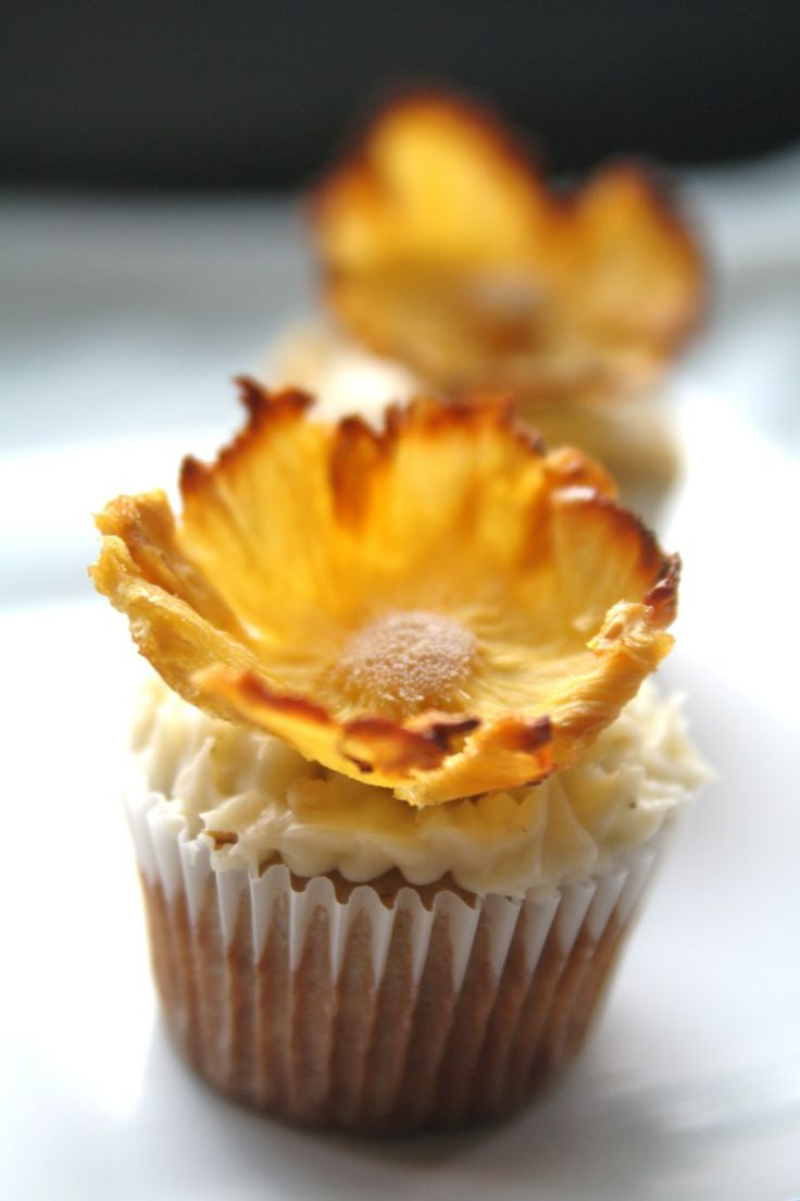 Dried Pineapple flowers | Party Ideas | Pinterest
