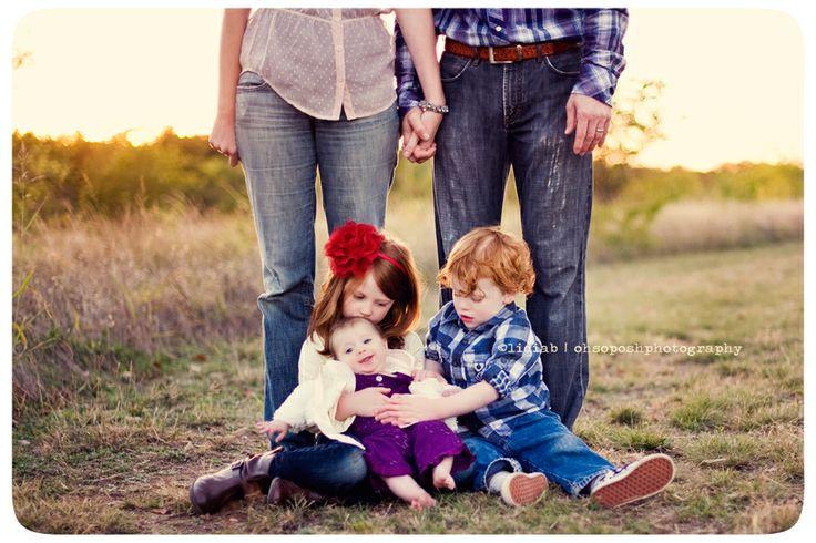 Family of 5 family portrait pose ideas pinterest for Family of four photo ideas