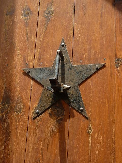 Aldaba de la estrella by Manel, Spain, via Flickr