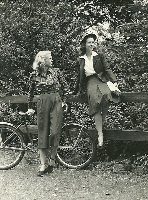 vintage 1940s photo   40s fashion