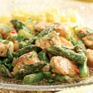 Indian-Spiced Chicken & Asparagus from @EatingWell #spring