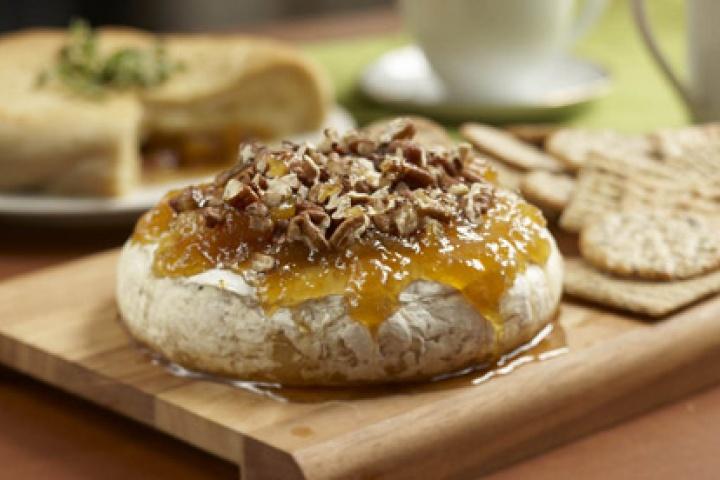 Baked Brie with Mango Chutney | {Yummy!!} | Pinterest