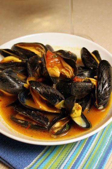 Saffron Mussels... Chris brought home saffron from Dubai. Now I have ...